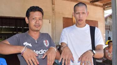 Hindari Teror Hantu, Pria di Kampung Ini Cat Kuku Mereka