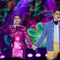 Afgan dan Rossa tak canggung berbagi kemesraan di HUT SCTV ke-29. (Adrian Putra/Fimela.com)