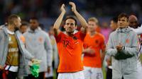 Daley Blind. Pemain serba bisa Ajax Amsterdam berusia 31 tahun ini masih dipercaya menjadi pilar utama dalam skuat Timnas Belanda di Euro 2020 nanti. Debutnya dimulai sejak 6 Februari 2013. Hingga kini telah mencatat 77 caps dengan mencetak 2 gol dan 10 assist. (AFP/Odd Andersen)