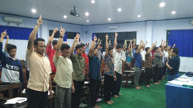 Para romo staf Seminari Garum tak ketinggalan mengikuti pelatihan yang digelar.  (Foto-foto: Dok. Paguyuban Gembala Utama)