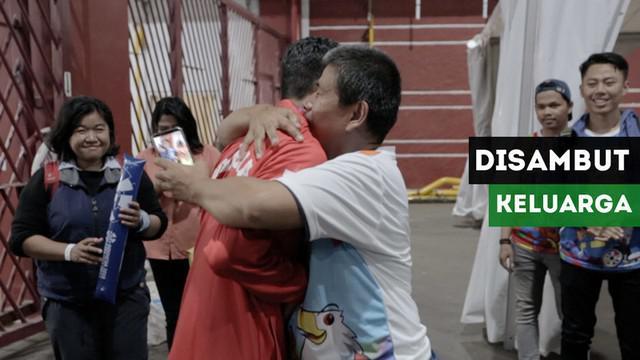 Berita video momen pelari disabilitas Indonesia, Sapto Yogo Purnomo, bahagia disambut keluarga setelah meraih medali emas di nomor lari 100 meter kategori T37 pada Selasa (9/10/2018).