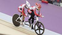 Pebalap sepeda Indonesia, Sri Sugiyanti, saat beraksi pada Asian Para Games di Velodrome, Jakarta, Kamis (11/10/2018). Sri Sugianti berpotensi raih emas setelah duduki posisi dua kualifikasi. (Bola.com/M Iqbal Ichsan)