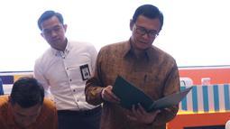 Direktur Utama BNI Achmad Baiquni bersiap mengikuti Rapat Umum Pemegang Saham Luar Biasa (RUPSLB) di Jakarta, Jumat (30/8/2019). Rapat juga memberhentikan secara hormat Catur Budi Harto dari posisi Direktur Bisnis Usaha Mikro Kecil Menengah (UMKM) dan Jaringan BNI. (Liputan6.com/Angga Yuniar)