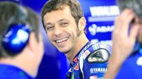 Valentino Rossi memiliki banyak pekerjaan rumah yang harus dibenahi sebagai modal untuk mengejar impiannya menjadi juara dunia MotoGP 2017. (EPA/Emmanuel Bruque)