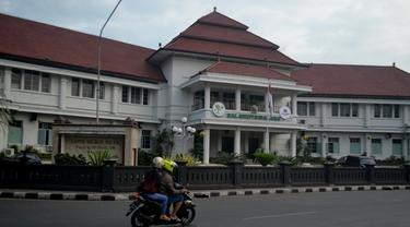 Gubernur Jawa Timur : Kalau Gak Benar Ya Pasti Kena KPK