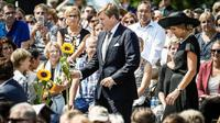 Raja Willem-Alexander dan Ratu Maxima dari Belanda menghadiri seremoni memorial tragedi pesawat Malaysia Airlines MH 17 di Ukraina (AFP)