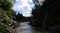 Kegiatan wisata alam river tubing menyusuri Sungai Klawing sedang tren di Purbalingga, Jawa Tengah. (Liputan6.com/Gun ES)