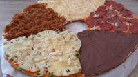 Mencicipi Donza, Donat Pizza Ukuran Besar. foto: istimewa
