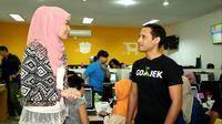 Pada 2011, Nadiem resmi menciptakan Go-jek Indonesia. Sebuah perusahaan yang bergerak di bidang jasa transportasi yang memiliki metode unik.