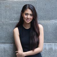 Tips Makeup untuk Kulit Sawo Matang ala Aurelie Moeremans. (Daniel Kampua/Bintang.com)