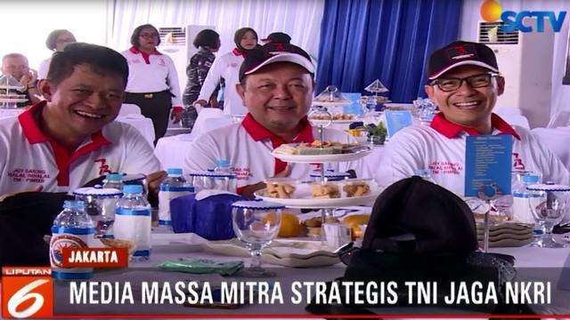 Menurut Panglima TNI, media massa merupakan salah satu mitra strategis dalam menjaga kedaulatan NKRI bersama dengan TNI.
