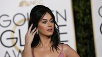Singer Katy Perry arrives at the 73rd Golden Globe Awards in Beverly Hills, California January 10, 2016. REUTERS/Mario Anzuoni