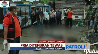 Tidak jauh dari tubuh korban terkapar, warga juga menemukan sebuah meja dengan bekas tumpahan alkohol di atasnya.