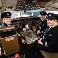 Hari Perempuan Internasional: Tak cuma bermimpi jadi seorang pramugari, perempuan juga boleh bercita-cita jadi seorang pilot. (Foto: Independent.co.uk)