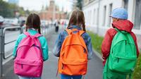 Ilustrasi anak sekolah memakai tas. (via: National Geographic Indonesia).