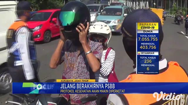 Wali Kota Surabaya Tri Risma Harini, Minggu siang terus memantau pelaksanaan PSBB di sejumlah lokasi. Risma ingin memastikan warga menjalankan protokol kesehatan untuk menekan penyebaran virus corona.