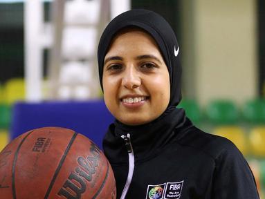 Sarah Gamal mengenal dan kemudian jatuh cinta dengan bola basket saat masih berusia lima tahun. Ia belajar dari kakak perempuannya yeng lebih dulu mengenal bola basket. (AFP/Hazem Gouda)