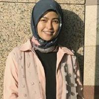 Gaya hijab penyanyi rock ini memang beda dari hijabers lain. (Sumber foto: tantrisyalindri/instagram)