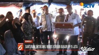 Kemensos kucurkan lebih dari Rp 1 miliar untuk korban banjir Bengkulu, termasuk santunan Rp 15 juta untuk tiap ahli waris korban banjir yang meninggal dunia.