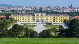 Foto yang diabadikan pada 21 September 2020 ini menunjukkan taman Istana Schoenbrunn di Wina, Austria. (Xinhua/Guo Chen)