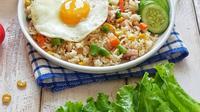 Ilustrasi nasi goreng. (Liputan6.com/IG/yulia_tokarmo)