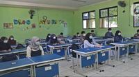 Banner Infografis Uji Coba Belajar Tatap Muka Sekolah di Jakarta. (Liputan6.com/Herman Zakharia)