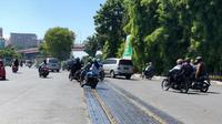 PT KAI Daop 8 Surabaya perbaiki jalur rel di jalan Stasiun Wonokromo (Foto: PT KAI Daop 8 Surabaya)