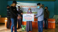 Penyaluran bantuan karyawan BTN Kendari kepada warga tak mampu di Sulawesi Tenggara.(Foto Rohis BTN Kendari)
