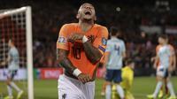 Penyerang Timnas Belanda Memphis Depay berselebrasi usai mencetak gol ke gawang Irlandia Utara dalam laga lanjutan Grup C Kualifikasi Piala Eropa 2020 di Stadion Feijenoord, Jumat (11/10/2019) dini hari WIB. Belanda menang 3-1.(AP Photo/Peter Dejong)