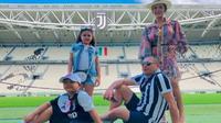 Krisdayanti bersama keluarga Kunjungi Markas Juventus (Instagram)