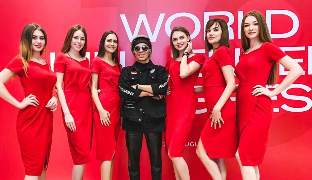 Sebagai Raja YouTuber Indonesia yang kini telah memiliki lebih dari 18 juta subscriber, Atta Halilintar menjadi salah satu dari sepuluh orang dengan pendapatan dari YouTube terbesar di dunia. (Liputan6.com/IG/@attahalilintar)