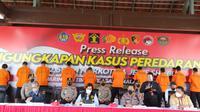 Kapolri Jenderal Listyo Sigit Prabowo memimpin rilis pengungkapan penyelundupan narkotika jenis sabu seberat 2,5 ton yang berasal dari jaringan Timur Tengah-Malaysia-Indonesia. (Liputan6.com/ Nanda Perdana Putra)