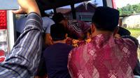 Banjir dan tanah longsor yang melanda Bengkulu mulai menelan korban jiwa. Dua murid SD meninggal terseret arus air (Liputan6.com/Yuliardi Hardjo)