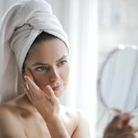 ilustrasi tips memperbaiki tekstur kulit yang kasar/