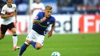 Gelandang Schalke, Max Meyer, kabarnya sudah menjalin kesepakatan untuk pindah ke Hoffenheim pada musim panas 2018. (AFP/Patrik Stollarz)