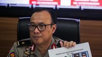 Kabiropenmas Divisi Humas Polri Dedi Prasetyo menunjukkan wajah tersangka dalam rilis perkembangan hasil penyidikan perkara kerusuhan 21-22 Mei di Jakarta, Jumat (5/7/2019). Terungkap ada delapan kelompok yang merancang kerusuhan 21-22 Mei pada beberapa titik Ibu Kota. (Liputan6.com/Faizal Fanani)