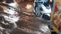 Kolong Jembatan Semanggi Mulai Direndam Banjir (Twitter TMC Polda Metro Jaya)