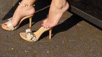 Tujuh cara agar kakimu terlihat lebih panjang.