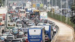 Patung Selamat Datang Bundaran HI terlihat jelas di jalan MH. Thamrin, Jakarta, Rabu (1/8). Sebelumnya Gubernur DKI Jakarta telah memutuskan untuk menurunkan JPO Budaran HI dan menggantinya dengan Pelican Cross baru-baru ini. (Liputan6.com/Faizal Fanani)