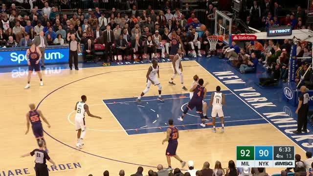Berita video game recap NBA 2017-2018 antara Milwaukee Bucks melawan New York Knicks dengan skor 115-102.