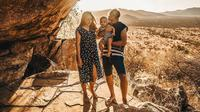 Rachel Vennya dan keluarga saat liburan di Kenya. (dok. Instagram @rachelvennya/Putu Elmira)
