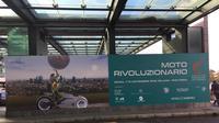 Poster EICMA 2019, terpampang di Bandara Malpensa, Milan, Italia. (Marco Tampubolon/Liputan6.com)