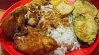 Ilustrasi gambar makanan pecel lele komplit dengan lalapan dan sambal (dok Instagram @makanmana/https://www.instagram.com/p/CKYujF4BJ6B/?utm_medium=copy_link/Muhammad Thoifur)