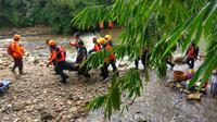 Enam organisasi kemanusiaan dan kebencanaan latihan bersama penanganan bencana di Sumpiuh, Banyumas. (Foto: Liputan6.com/Eddy Wahono)