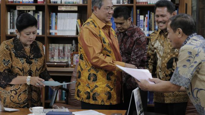 Pemberian royalti bersamaan dengan ulangtahun SBY, 9 September lalu di kediaman Presiden di Puri Cikeas, Bogor.#source%3Dgooglier%2Ecom#https%3A%2F%2Fgooglier%2Ecom%2Fpage%2F%2F10000
