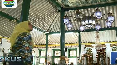 Masjid ini memiliki sejarah panjang karena sempat dibakar saat masa perang melawan Belanda.