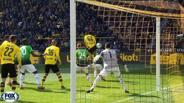 Borussia Dortmund memberikan respon usai tersingkir dari ajang Liga Europa usai menang 1-0 atas Hannover. Michy Batshuayi memperta...