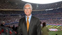 Football Arena Munich awalnya juga menjadi markas tim TSV 1860 Munich mulai 2005 hingga 2017. Saat pembukaan, TSV 1860 Munich sama-sama memainkan laga persahabatan dengan lawan berbeda. 1860 Munich melawan FC Nurnberg dan Bayern Munchen menghadapi Tim seleksi Jerman. (AFP/Frank Leonhardt/Pool)