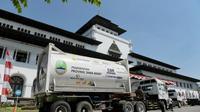 Tim Posko Oksigen Pemerintah Daerah (Pemda) Provinsi Jawa Barat (Poskibar) gerak cepat memenuhi kebutuhan oksigen dalam penanganan pasien COVID-19 dengan jemput bola ke Sumatera Selatan untuk kebutuhan oksigen.
