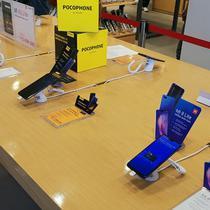 Tak hanya menjual smartphone, Mi fans juga bisa mencari beragam produk menarik buatan Xiaomi di sini. Liputan6.com/ Yuslianson